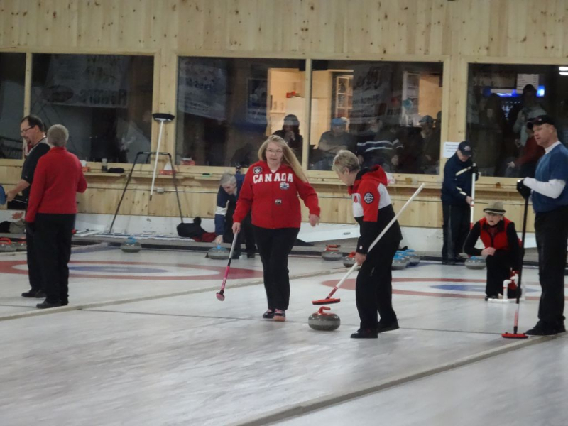 Blue leads after opening draws at PEI Brewing Company closing spiel